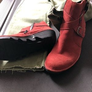 NWOT FLY LONDON Perz suede ankle wedge boots